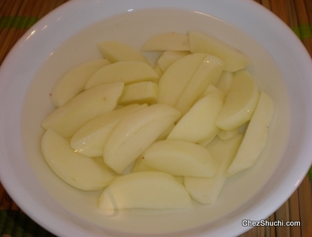 potato wedges soaked in water