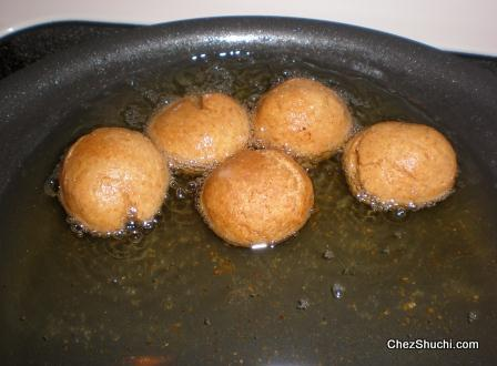 choorma balls frying