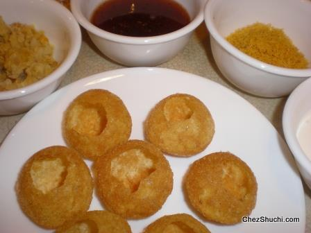 top layer ctushed golgappe