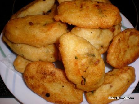 vadas soaked in yougrt (dahi)