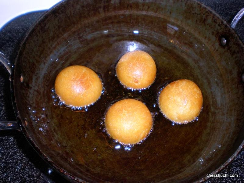 gulab jamun deep frying