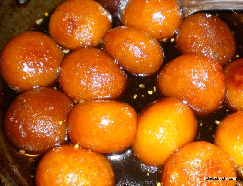 gulab jamun soaked in sugar syrup