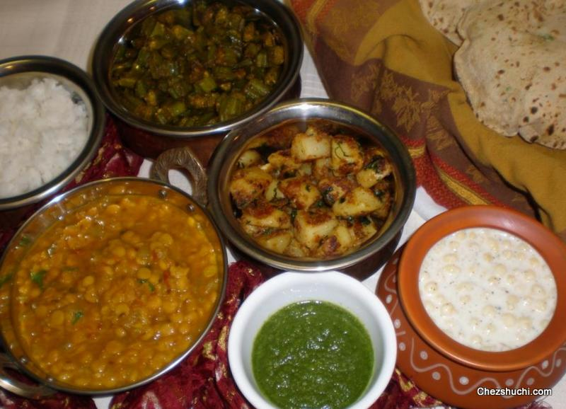 thali with lauki chane ki dal