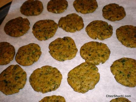 methi mathri ready to bake