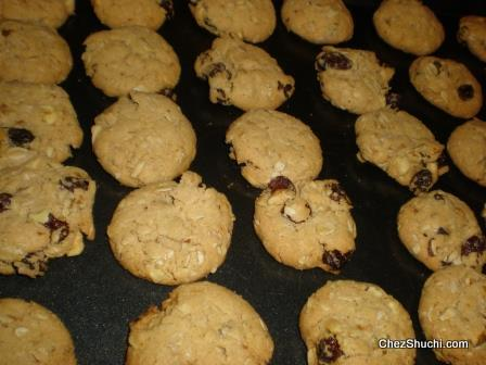 baked oat raisin cookies