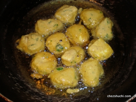 paneer pakore in the skillet