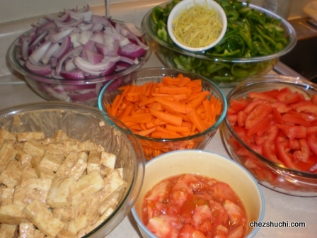 cut vegetables for Paneer Zalfrezi