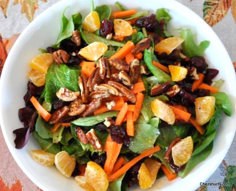 Mix Green Salad With Vinaigrette Dressing